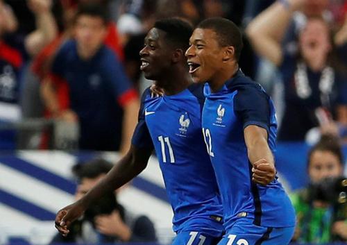 Pháp đánh bại Anh dù chơi trong thế 10 người