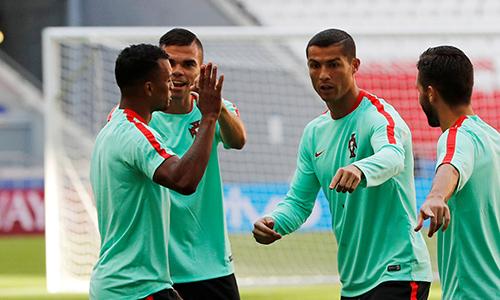 Ronaldo nói với đồng đội ở tuyển Bồ Đào Nha về việc sẽ rời Real