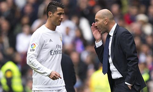 Zidane thuyết phục Ronaldo ở lại Real