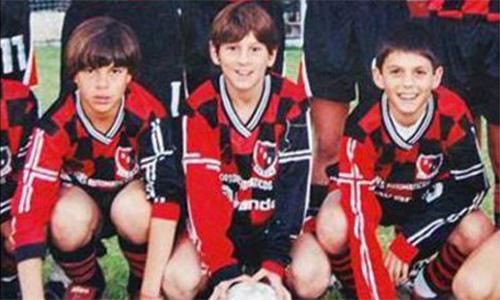 Messi được Barca tuyển mộ chỉ sau năm phút xem giò