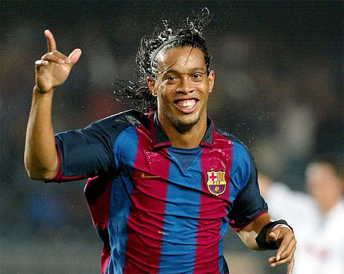 """Fortune: """"Man Utd lỡ cơ hội mua Ronaldinho vì mưa"""""""