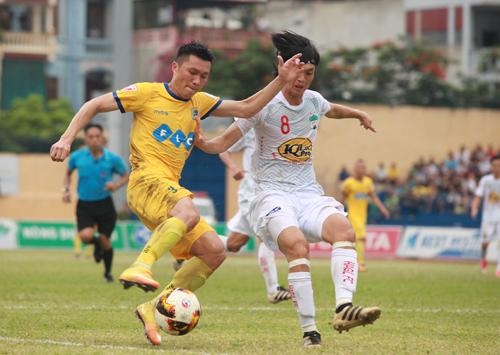 HAGL thua ngược Thanh Hoá trong trận cầu mưa bàn thắng