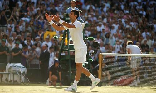"""Djokovic """"tốc hành"""" vào vòng bốn Wimbledon"""