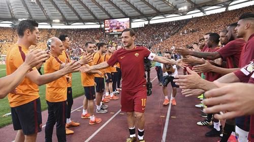 Áo đấu của Totti được phóng vào vũ trụ