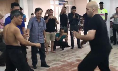 Cao thủ Vịnh Xuân hạ võ sư Đoàn Bảo Châu tại Hà Nội