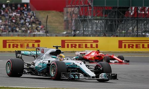 Hamilton đạt kỷ lục trên sân nhà, đuổi sát Vettel - ảnh 1