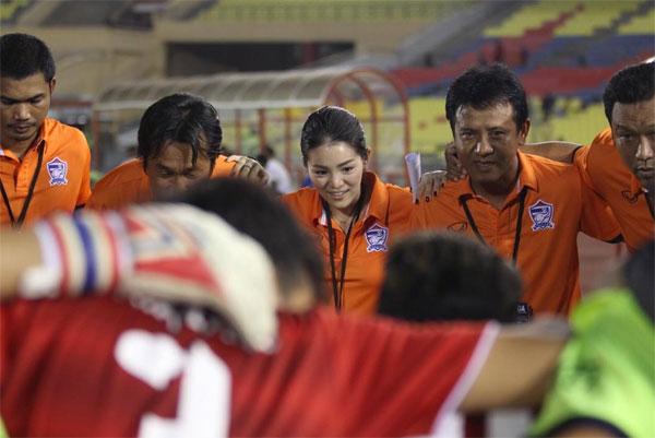 nu-lanh-doi-xinh-dep-cua-u22-thai-lan-o-sea-games-2017-1