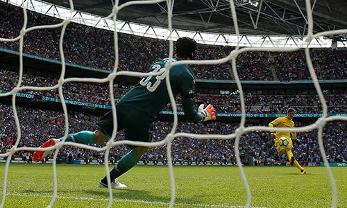 Luật đá luân lưu mới bị chỉ trích khi Chelsea thua Arsenal