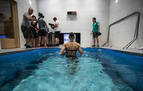 Vì sao McGregor tập dưới nước khi chuẩn bị đấu Mayweather