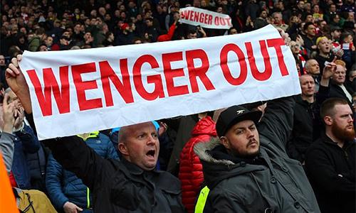 Wenger thừa nhận không tập trung, khiến Arsenal tuột khỏi top 4