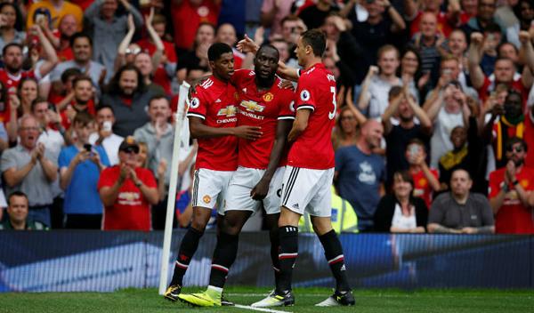 Lukaku lập cú đúp, Man Utd chiếm đỉnh bảng Ngoại hạng Anh