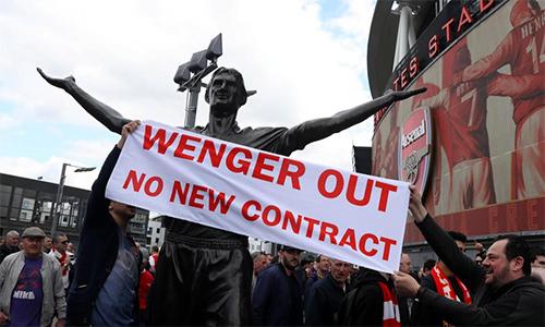 Tỷ phú châu Phi dọa sa thải Wenger nếu mua được Arsenal