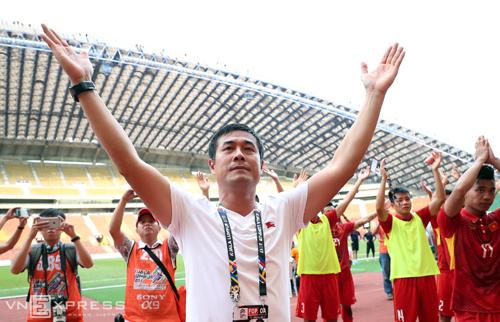 Hữu Thắng biểu dương học trò sau trận thắng Campuchia