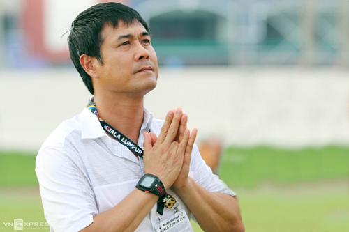 HLV Hữu Thắng xin lỗi cầu thủ trong đêm cuối ở SEA Games