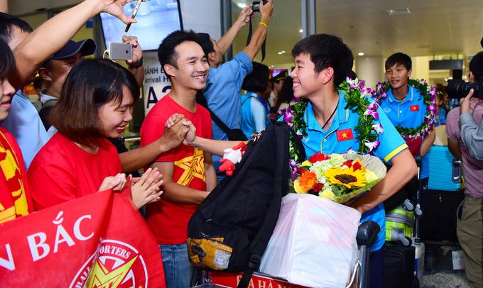 Nữ Việt Nam trở về sau lần thứ năm giành HC vàng SEA Games