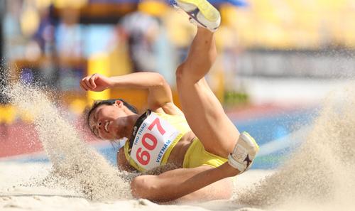 Nữ HC vàng SEA Games 29 - Một thời đi xách vữa, phụ hồ