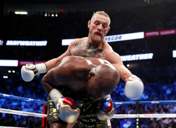 Mayweather thắng knock-out McGregor trong trận quyền Anh tỷ đô