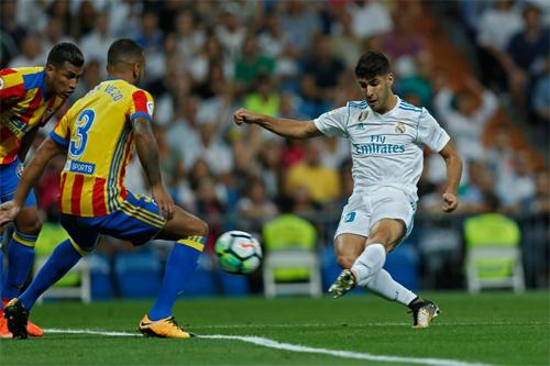 Real phải chia điểm với Valencia tại Bernabeu