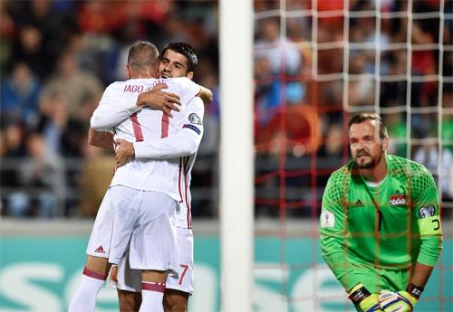 Tây Ban Nha lần đầu ghi tám bàn trên sân đối phương