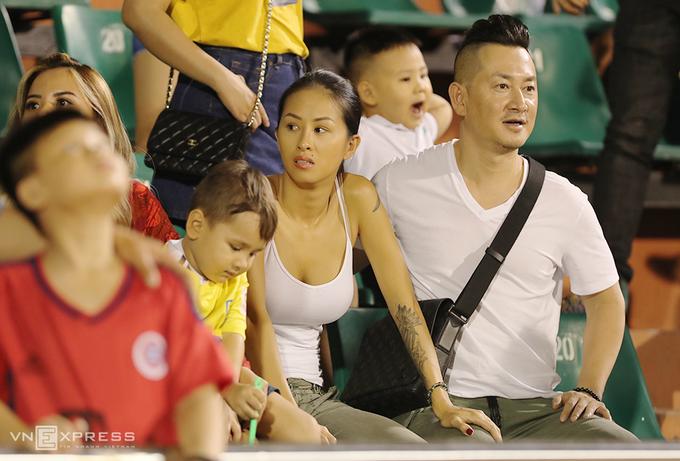 CĐV Thanh Hoá buồn bã khi đội nhà thất bại