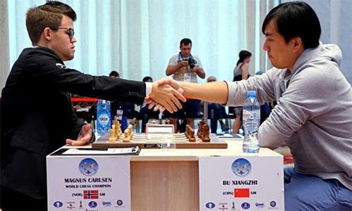 'Vua cờ' Carlsen bị loại ở vòng ba Cup Thế giới
