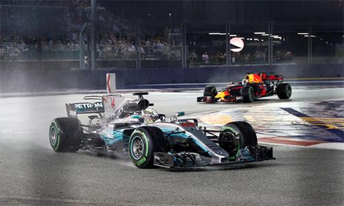 Bộ đôi Ferrari sớm gặp nạn, Hamilton về nhất tại Singapore