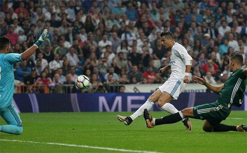 Real lỡ cơ hội độc chiếm kỷ lục ghi bàn liên tiếp ở tầm thế giới