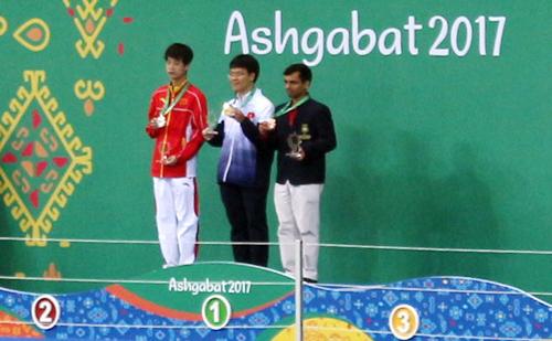 Vượt kỳ thủ Trung Quốc, Quang Liêm đoạt HC vàng ở AIMAG 2017