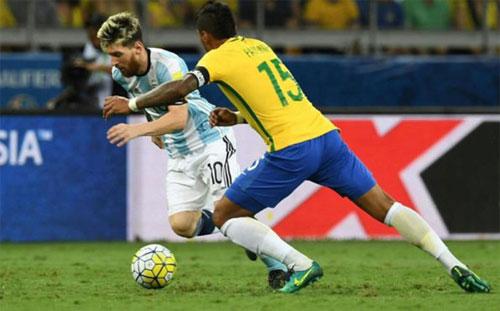 Messi là người rủ Paulinho về Barca