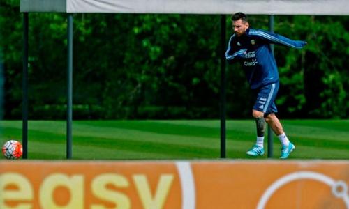 Messi đi một vòng trái đất trong hai tuần nếu Argentina đá play-off