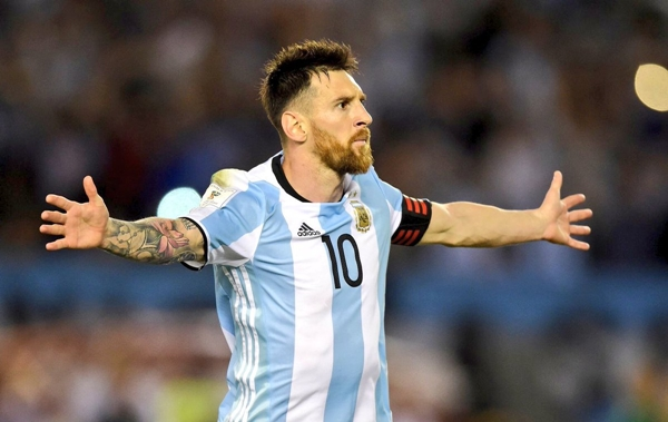 messi-lap-hat-trick-argentina-gianh-ve-du-world-cup-page-2-2