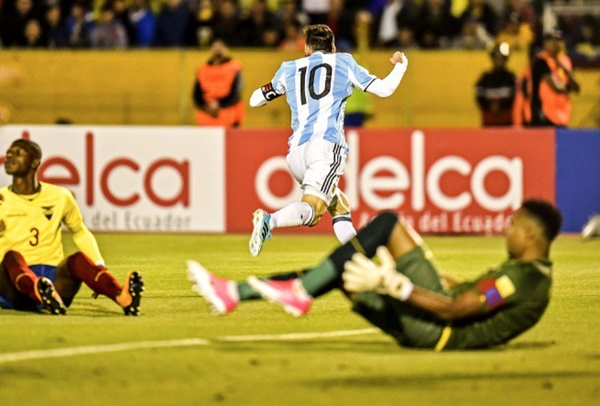 messi-lap-hattrick-argentina-gianh-ve-du-world-cup-page-2-1