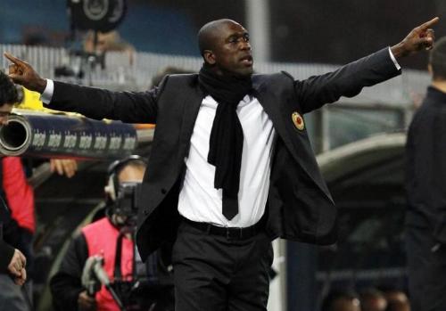 Seedorf có sáu tháng dẫn dắt AC Milan vào năm 2014. Ảnh: Reuters.