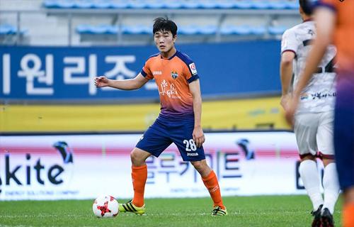 """""""Tính kỷ luật của HLV Hàn Quốc rất có ích cho bóng đá Việt Nam"""""""