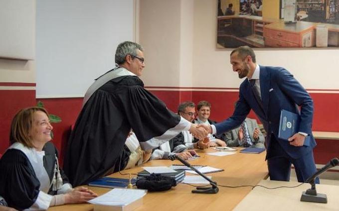 Lewandowski, Pique và những sao bóng đá tốt nghiệp đại học