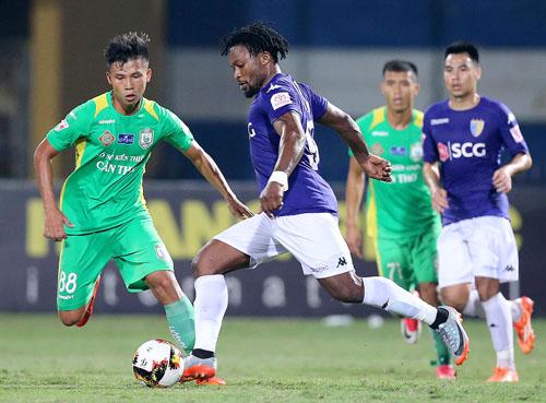 Hà Nội đánh bại Cần Thơ, chiếm ngôi đầu V-League