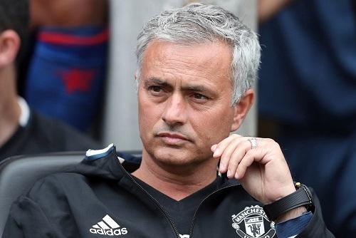 Mourinho bị chế giễu là lính cứu hỏa đổ lỗi cho lửa
