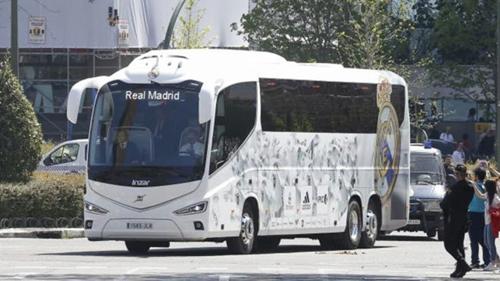 Real không đến Catalonia bằng xe buýt của đội