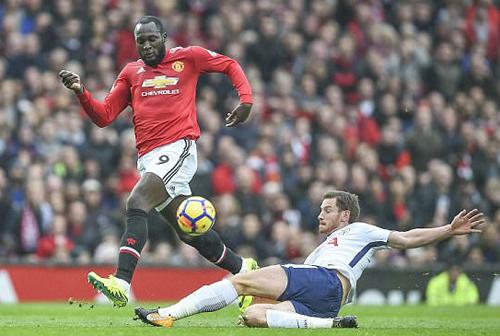 Mourinho tiếp tục công kích CĐV Man Utd