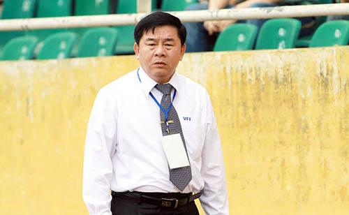 ong-nguyen-van-mui-trong-tai-dang-tro-thanh-vat-te-than-o-v-league-1