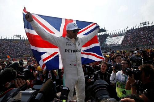 Lewis Hamilton chưa xứng với tước hiệp sỹ