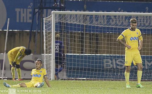 Cầu thủ phản lưới và đá hỏng phạt đền, Thanh Hóa cạn giấc mơ vô địch