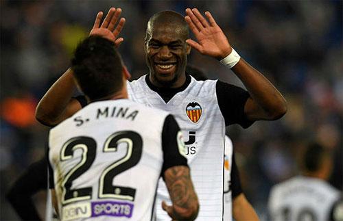 Valencia đuổi sát Barca bằng trận bất bại thứ 12