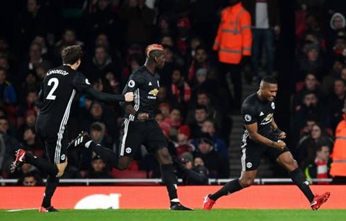 ... và niềm vui của đội trưởng Man Utd khi mở tỷ số
