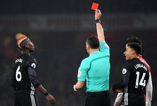 Pogba nhận thẻ đỏ một cách vô duyên