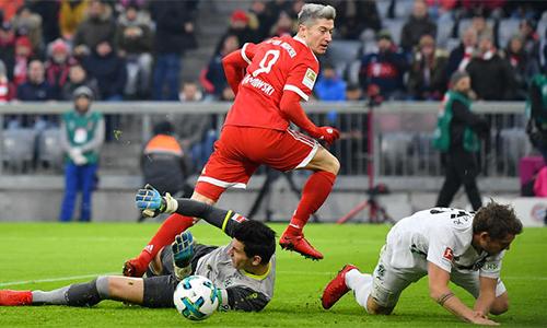 Lewandowski lập kỷ lục, Bayern xây chắc ngôi đầu Bundesliga