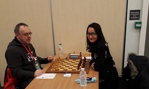 Nữ kỳ thủ Kim Phụng đánh bại ba nam đại kiện tướng ở London