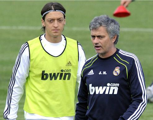 Ozil muốn tới Man Utd hơn Barca khi rời Arsenal