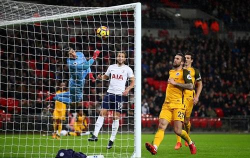 Vượt Liverpool, Arsenal, Tottenham nhảy vào tốp bốn