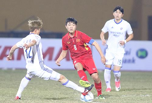 Thể lực vẫn luôn là vấn đề với các đội bóng Việt Nam. Ảnh: Lâm Thỏa